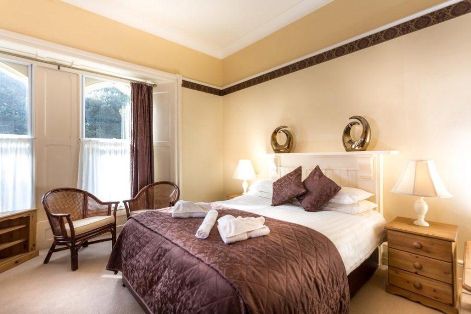 Penmorvah Manor hotel bedroom